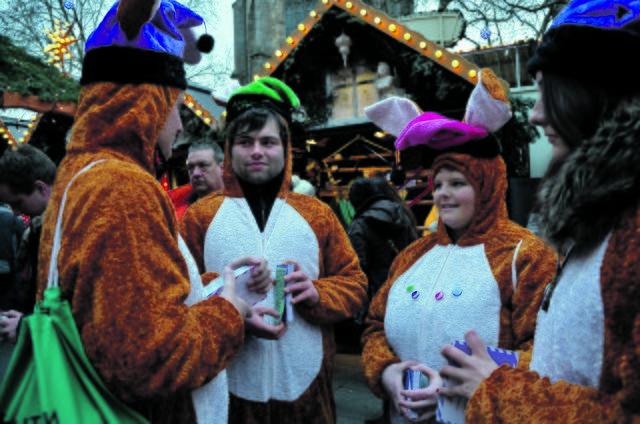 osterhasen auf dem weihnachtsmarkt